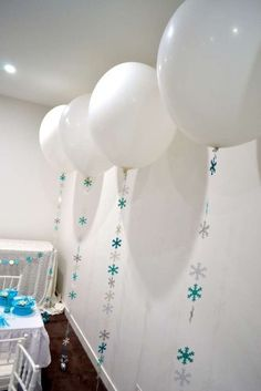 25 Ideas for party winter wonderland decoration paper snowflakes Frozen Birthday Party, Olaf Party, Snow Party, Frozen Theme Party, Disney Birthday, 4th Birthday Parties, Winter Wonderland Decorations, Winter Wonderland Party, Frozen Balloons