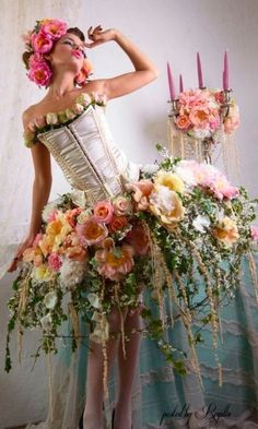 senden-sie-valentinstag-blumen-online-blumenversand/ - The world's most private search engine Burlesque, Floral Fashion, Fashion Design, Botanical Fashion, Whimsical Fashion, Trendy Fashion, High Fashion, Fashion Beauty, Fairy Dress
