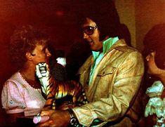 August 1975 Elvis with fan,Chantal Danbremont from Belgium Las Vegas Hilton Elvis Cd, Elvis In Concert, Lisa Marie Presley, Priscilla Presley, Rock And Roll, Elvis Collectors, Young Elvis, Elvis Presley Photos, Graceland