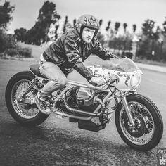 Moto Guzzi 1000 California Cafe Racer by Ironbike Kustoms - Photo by Oleck #motorcycles #caferacer #motos | caferacerpasion.com