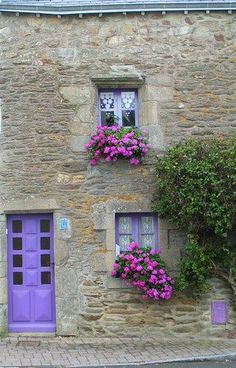 quenalbertini: Lovely windows in Provence, France Beautiful World, Beautiful Places, Garden Windows, French Countryside, Window Boxes, Doorway, Architecture, The Places Youll Go, Windows And Doors