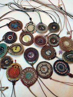 Pine Needle Creations by Sheri Smith Basket Weaving, Rope Basket, Pine Needle Crafts, Diy And Crafts, Arts And Crafts, Pine Needle Baskets, Rustic Crafts, Pine Needles, Sewing Art