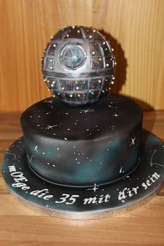 Pin By Mckenzie Bushman On Star Wars Cakes Pinterest Torte Star