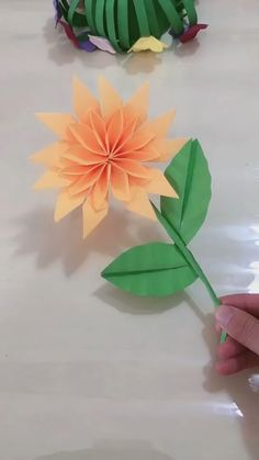 DIY Paper Sunflower Craft Every day will be a sunny day! Use yellow and green color paper to make sunflowers. Big Paper Flowers, Paper Sunflowers, Origami Flowers, Diy Flowers, Creative Crafts, Diy And Crafts, Crafts For Kids, Paper Crafts Origami, Paper Crafting