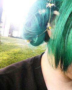 #nature  #sky #sun #summer  #beautiful #pretty #flowers #night #tree #light  #love #green  #mothernature #girl #altgirl #greenhair #colouredhair #piercings #lipstick #makeup #likeforlike #daisy #flowers #flowercrown #uni http://ameritrustshield.com/ipost/1544250822749569884/?code=BVuR_EGF8Nc