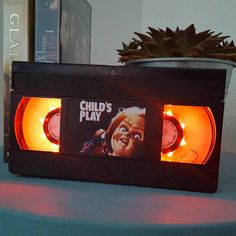 Attention all retro horror geeks! These horror VHS lamps made from real cassette tapes are kind of the coolest illuminated product I've ever seen. Cassette Tape Crafts, Vhs Cassette, Casette Tapes, Horror Crafts, Horror Decor, Retro Halloween, Fall Halloween, Halloween Stuff, Chucky