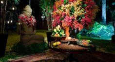 O local escolhido para a recepção possui um astral rústico inspirado no Oriente, com uma estátua de Buda na entrada.