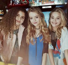 Nickelodeon Cast, Nickelodeon Girls, Jade Pettyjohn Age, Female Celebrities, Celebs, Girl Friendship, School Of Rock, Girls Together, Group Pictures