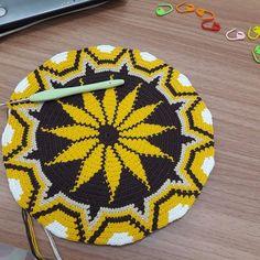 Tapestry Crochet, Knitting Yarn, Bucket Bag, Crochet Patterns, Diy Crafts, Blanket, Handmade, Poufs, Rugs