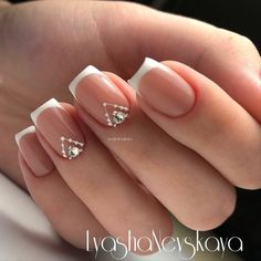 The advantage of the gel is that it allows you to enjoy your French manicure for a long time. There are four different ways to make a French manicure on gel nails. French Nails, New French Manicure, French Manicures, Nude Nails, Nail Manicure, Diy Nails, Acrylic Nails, Bridal Nails, Wedding Nails