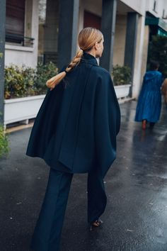 Take a look at some of the best street style looks spotted at the most fashionable shows of Paris Fashion Week Fall/Winter Fashion Week, Daily Fashion, Fashion Outfits, Fashion Hair, Paris Fashion, Vogue Paris, Look Street Style, Street Styles, Cool Street Fashion