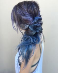 In love. Beautiful pastel blue color and hair style <3