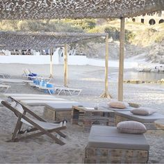 I need to add this #boutique hotel to my post of all new hotels in 2015 (go to the blog to see the 40 others!). It's called the Beach House and opened on AntiParos last summer. By the beach and it has family suites to rent as well. #Greece #sea #beach