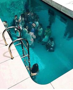 People pool underwater Aesthetic Drawing, Aesthetic Boy, Underwater Art, Underwater Photography, Amazing Photography, Japan Photo, Photography Illustration, Museum Of Contemporary Art, Cute Images