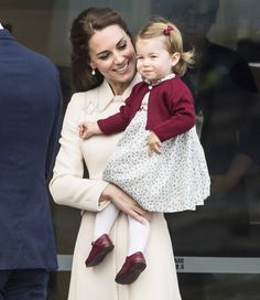 Duchess Kate and Princess Charlotte - Prince William & Duchess Kate's royal tour of Canada: All the photos Duchess Kate, Duke And Duchess, Duchess Of Cambridge, Prince William And Kate, William Kate, Princess Kate, Princess Charlotte, Royal Christmas, Catherine Walker