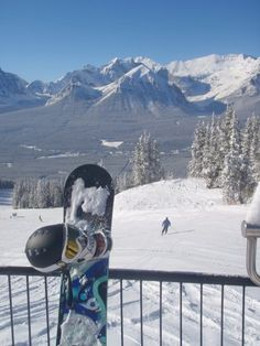 Doing hospitality work in the Rockies leaves plenty of time for hitting the slopes http://www.oysterworldwide.com/gap-year/canada-winter-hospitality-work-rockies/