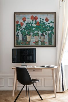 To create an apartment with Paris charm in other countries than France is not an easy task at all, given the unrivaled historical architecture of the ✌Pufikhomes - source of home inspiration Home Office, Office Desk, High Fashion Home, Historical Architecture, Wall Spaces, Small Apartments, Beautiful Interiors, Sweet Home, Interior Design