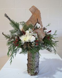 Mid Island Floral Art Club in Qualicum Beach B.C. Canada hosted a Christmas Gala 2015. Andrea Strachan EMC demonstrated for the crowd many Christmas arrangements. The arrangements were raffled off at the end of the event.