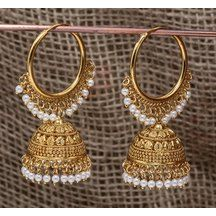 Tips On Choosing Beautiful Jewelry To Enhance Your Personal Style Indian Bridal Jewelry Sets, Indian Jewelry Earrings, Silver Jewellery Indian, Jewelry Design Earrings, Gold Earrings Designs, Ear Jewelry, Gold Jewelry, Jewelry Accessories, Pakistani Jewelry