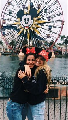 """The post """"Disneyland ♥"""" appeared first on Pink Unicorn Pictures Disney Cute, Cute Disney Pictures, Bff Pictures, Best Friend Pictures, Disney Disney, Disney Poses, Disneyland Photography, Disneyland Photos, Disneyland Trip"""