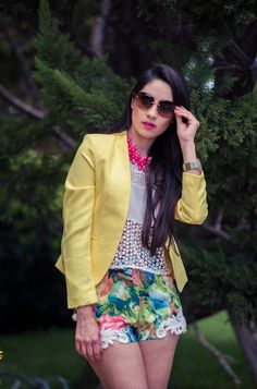 Fashion Outfit by Paola. Lentes / Glasses : Miu Miu Zapatos / Shoes :  Zara Saco / Vest : Porfira Short : Porfira Blusa / Blouse : Porfira Collar / Necklace:  Porfira