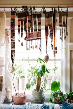 Jess Feury - Textile Designer- silk cord as tabs? can combine with beads and tassels Interior Flat, Interior And Exterior, Bohemian Interior, Bohemian Decor, Textiles, Textile Fiber Art, Loom Weaving, Hand Weaving, Textile Design