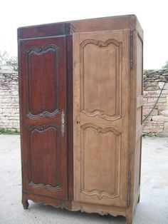 Comment décaper un meuble verni ? The varnished furniture is not invincible, it is far from i Painted Furniture, Diy Table, Furniture Diy, Deco, Home Decor, Milk Paint, Diy Déco, Home Deco, Paint Furniture