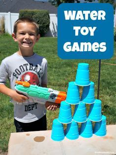 Beat the Heat with Water Gun Games - Lots of fun ideas for outdoor play at Mom Always Finds Out Backyard Water Games, Outdoor Water Games, Outdoor Yard Games, Outdoor Fun For Kids, Outdoor Play, Kids Water Games, Water Gun Games, Summer Activities For Kids, Summer Kids