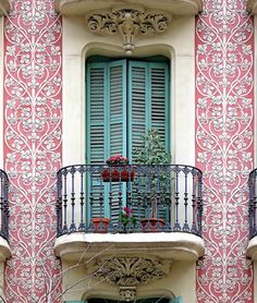 What a striking entrance! You gotta love Barcelona, Spain and all it's beautiful colors and doorways! www.annjaneliving.com