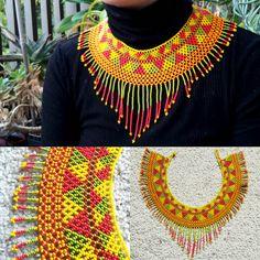 Collar de Huichol Huichol Collar por MahawkArt en Etsy Beaded Jewelry, Handmade Jewelry, Crochet Necklace, Beaded Necklace, Beaded Crafts, African Beads, Jewelry Accessories, Arts And Crafts, Etsy