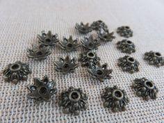 Coupelles fleurs bronze, coupelles fleur, coupelles métal bronze, lot de 20 coupelles, calotte fleur bronze, coupelles 9mm, création bijoux de la boutique ArtKen6L sur Etsy