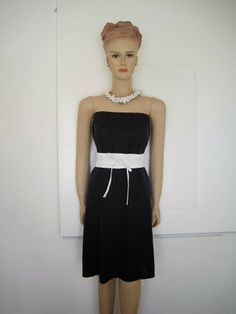 The tutorial for this tube dress which doubles as a maxi skirt is at Greenie dresses for Less.