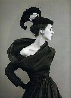 1950 - Dovima in Balenciaga by Richard Avedon 4 Vogue