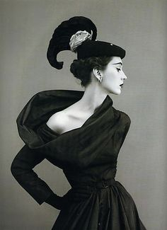 1950 - Dovima in Balenciaga by Richard Avedon 4 Vogue