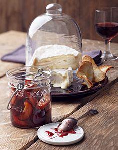 Pfeffer-Zwetschgen zu reifem Camembert - Rezepte - [LIVING AT HOME]