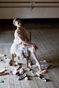 If the shoe fits… suicideblonde: Ballerina Christina Shapran at St. Petersburg's Vaganova Ballet Academy photographed by Arthur Elgort 1999 Ballet Class, Ballet Dance, Ballet Style, Ballet Studio, Ballet Art, Ballet Senior Pictures, Dance Pictures, Senior Pics, Senior Year