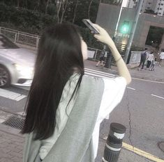 """"""" 'foto langit' """"dih mending foto aku"""" 'g' Korean Girl Photo, Korean Girl Fashion, Cute Korean Girl, Look Fashion, Asian Girl, Mode Ulzzang, Ulzzang Korean Girl, Ullzang Girls, Cute Girls"""