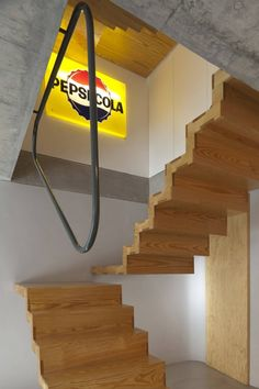 Designer-Haus Outeiro Renovieren-Holztreppe