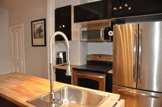 Le Ren�-L�vesque by HomeInMontreal Montr�al (Qu�bec) Le Ren?-L?vesque by HomeInMontreal offers accommodation in Montr?al, 300 metres from University of Quebec in Montreal UQAM and 700 metres from Place Jacques Cartier. The apartment is 1 km from Notre Dame Basilica Montreal.