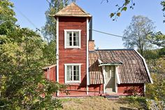 Vattentornshuset House In Nature, House In The Woods, German Houses, Tower House, Small Buildings, Swedish House, Cabins And Cottages, Scandinavian Home, Little Houses