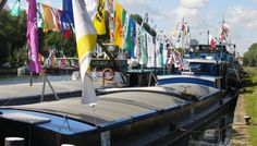 Arleux est une ville d'eau et la batellerie y tient une importance non négligeable. Il était donc naturel qu'y soit organisée une fête de l'Eau et de la Batellerie. Traditionnellement, elle a lieu à l'occasion des fêtes du 14 Juillet. Cette année encore un programme varié et réjouissant a été prépaLe concours de pavoisement qui sera organisé permettra de mettre en valeur les bateaux.