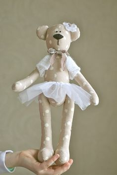 bear with tutu Fabric Toys, Fabric Art, Fabric Sewing, Tilda Toy, Sewing To Sell, Fabric Animals, Bear Doll, Sewing Toys, Felt Toys