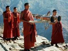 LIFE OF A BUDDHIST MONK | tags monk 2 pics tibetan buddhist monks known as bhikkhu a bhikku ...