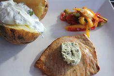 Zitronenkalbsschnitzelchen mit Backkartoffeln mit Dip und Ofengemüse, lecker, leicht, schnell zubereitet. Und hier ist das Rezept http://wolkenfeeskuechenwerkstatt.blogspot.de/2012/08/zitronenkalbsschnitzelchen.html