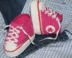 Crochet sports shoes! (For children). Another way to make them. (Italian site but does have charts)