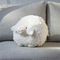 Un mouton en laine tout doux, toujours disponible pour les câlins !