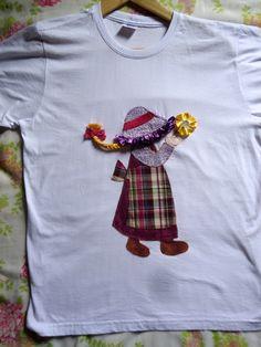 Camiseta em malha super macia de Santa Catarina com aplique e bordado tamanho M. Aceitamos encomendas em outras cores e tamanhos.