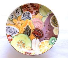 Frutero pintado a mano sobre porcelana, Cecilia Farbiarz Plates, Tableware, Kitchen, Porcelain Ceramics, Licence Plates, Dishes, Dinnerware, Cooking, Griddles