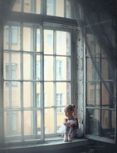 Looking out the window - Ana Rosa Ballet Photography, Children Photography, Window Photography, Tutu Ballet, Baby Ballet, Ballet Kids, Ballet School, Ballet Class, Fotografia Social