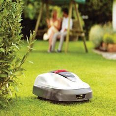 Honda Miimo is a Robotic Lawn Mower for Green-Conscious Homeowners - Modern Design Green Lawn, Green Garden, Lawn And Garden, Yard Water Fountains, Honda, Garden Gadgets, Cleaning Items, Take A Seat, Lawn Mower